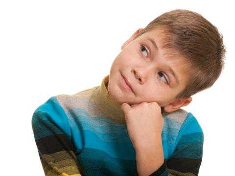 Jongen denkt na 2